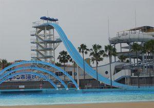 ジャンボ海水プールのスライダー