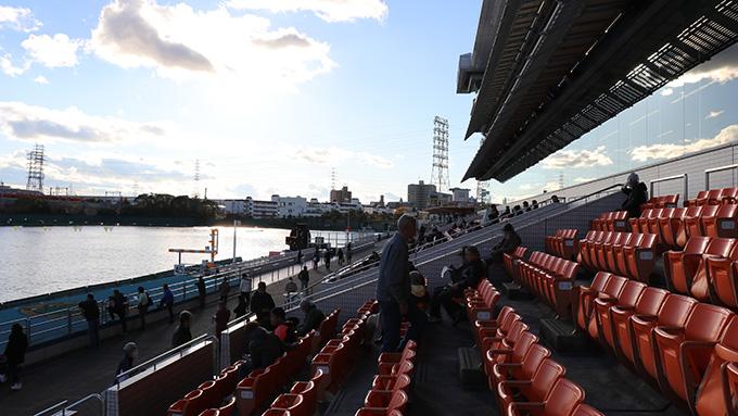 尼崎ボートレース 1階席